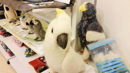 羊毛フェルトの鳥グッズ・キバタンとハリスホーク