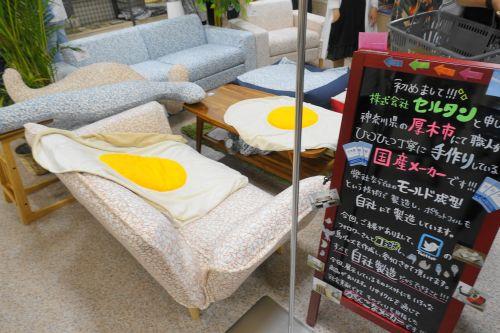 家具メーカー・セルタンが鳥柄のソファーを小鳥のアートフェスタに出展