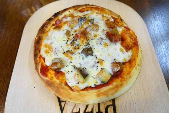 オウムのカフェ FREAKに在籍しているインコ・オウムの料理メニュー・野菜のピザ・PIZZA