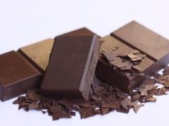 チョコレートを食べた時の破片をインコが拾って食べてしまう可能性