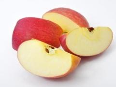 リンゴなどのバラ科の果物の種子には有毒なシアン化合物が含まれている