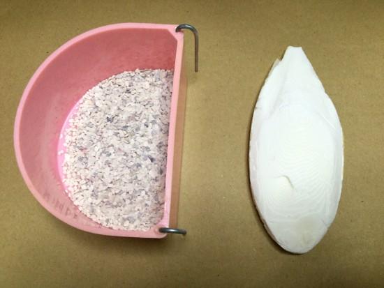 ボレー粉とカトルボーンのどっちがインコの副食によい?飼育書や専門家の意見を比較