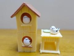 鳥ガチャ「シマエナガと巣箱」で巣箱を重ねて楽しめるガチャガチャ